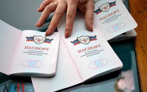"""Записки сумасшедшего: в Захарченко заговорили о выдаче сотни тысяч """"паспортов"""""""