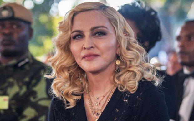 Стрьомне селфі: Мадонна голими грудьми пробила дно