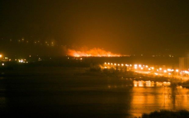Спасатели назвали причину пожара на Осокорках