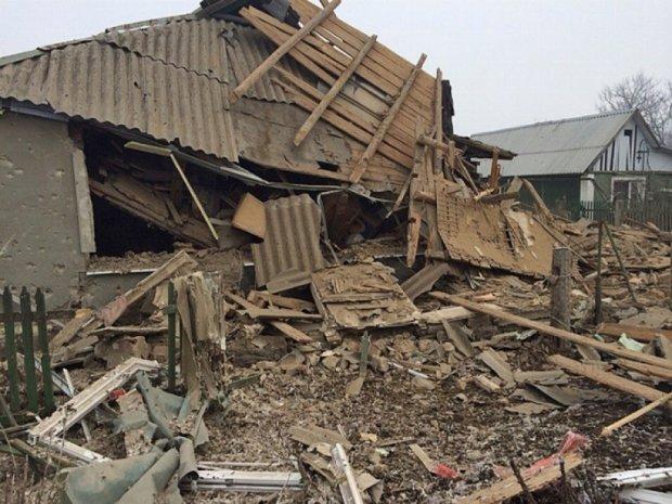 Терористи обстріляли будинки - перемир'я триває (фоторепортаж)