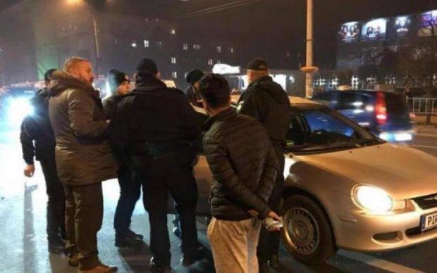 Километр на капоте: киевлянин показал своих обидчиков