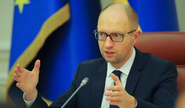 Санкции с РФ можно снять только в случае возвращения Крыма и Донбасса - Яценюк