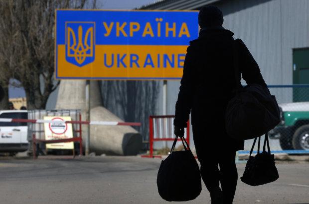 Стало відомо, наскільки заробітчани розгодували бюджет України: цифри неприємно шокують