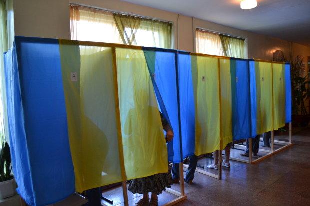 Як проголосували жителі Луганська: зіпсовані бюлетені, пиво і матюки