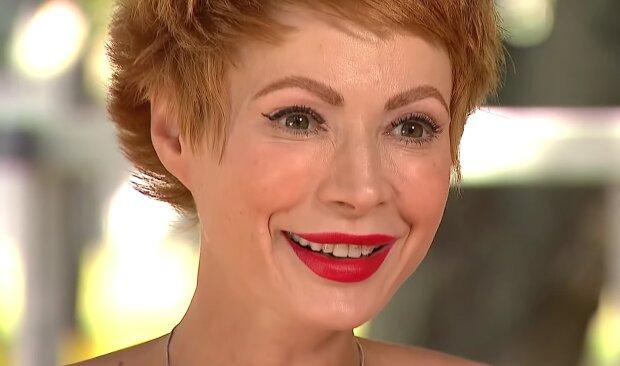 """Невеста Розенко Лебедь показала занятия с волосатым на полу: """"Внимательный и тяжелый"""""""
