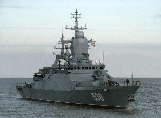 Боевой корабль Путина вторгся в Черное море: что происходит