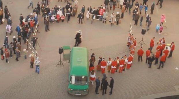 Новогодний ярмарок во Франковске, кадр из видео, изображение иллюстративное: YouTube