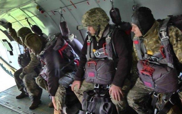 Міноборони підсунуло десантникам парашути для самогубців