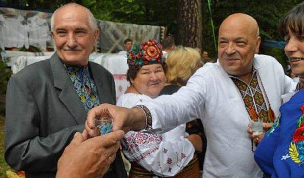 Москаль обіймав гуцулок на закарпатському фестивалі бринзи (фото)