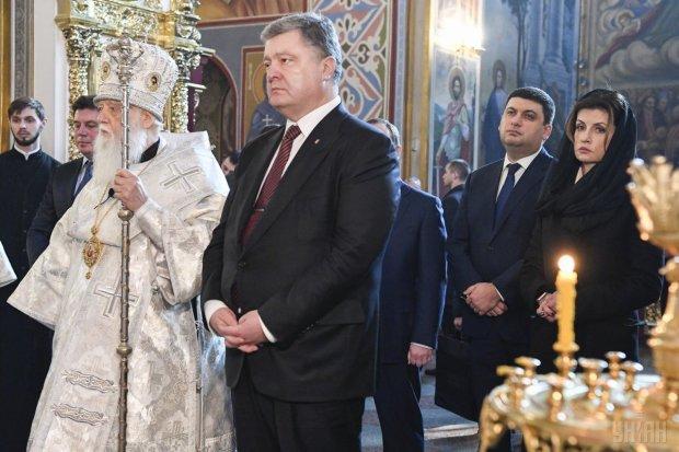 Московские попы записали Порошенко в свои ряды: был дьяконом