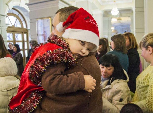 Дід Мороз помер на дитячому святі: цей Новий рік малюки запам'ятають назавжди, відео 18+