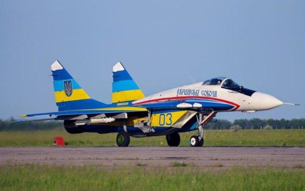 Украинские летчики показали потрясающий проход на истребителях