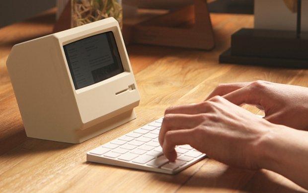 Зарядное устройство превратило iPhone в старый Macintosh