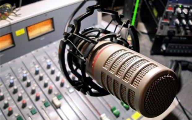 На російському радіо заспівають солов'їною