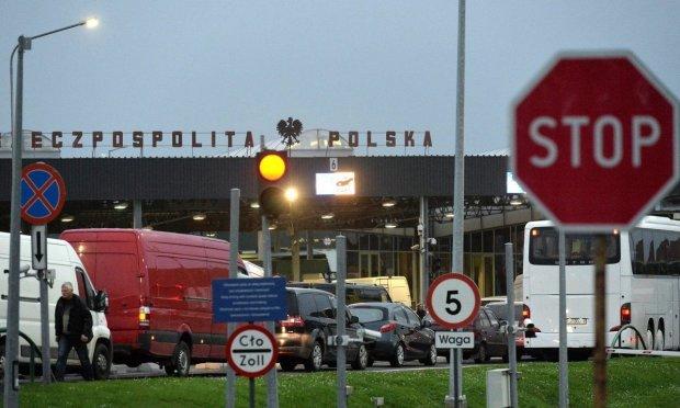 Водії на українсько-польському кордоні опинилися у пастці: рух завмер