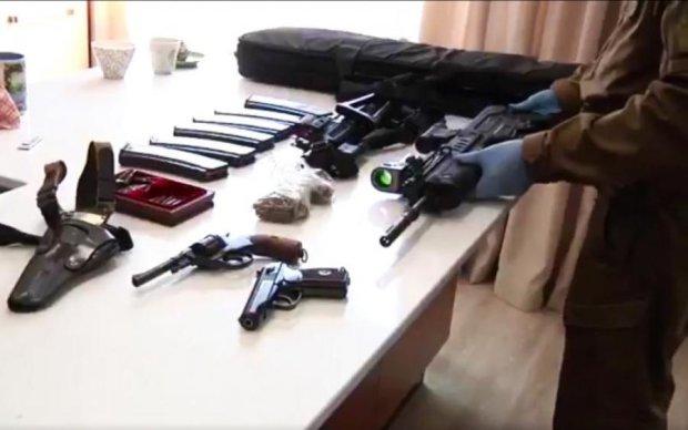 Охота на налоговиков Януковича: копы показали впечатляющие находки