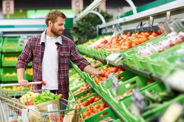 Продуктовий кошик стане напівпорожній: українців попередили, як зміняться ціни на продукти