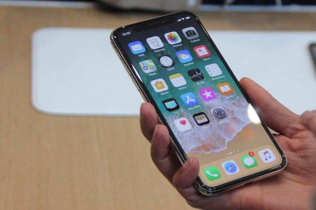 В сети показали первый прототип iPhone: рожки да ножки
