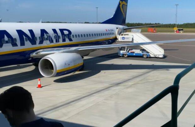 Літак Ryanair, фото: скріншот: YouTube