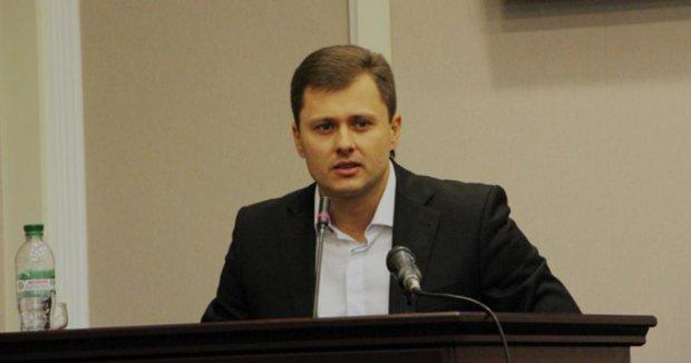 Две квартиры, пять авто: как чиновник Януковича раздерибанил бюджет украинцев, обобрав на $700 000