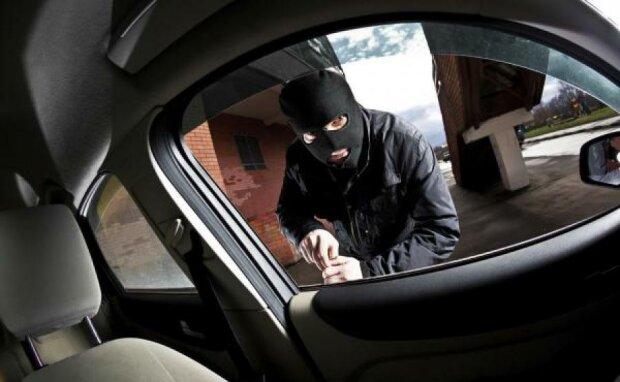 У киянина з авто вкрали майже третину мільйона