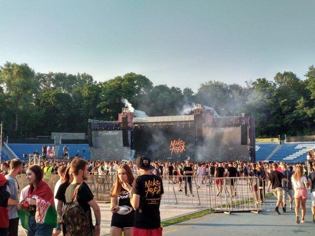 Концерт Макса Коржа в Києві затьмарило масове побоїще: фото та відео