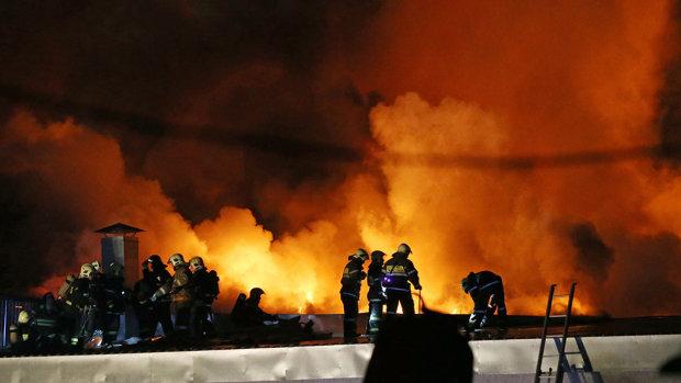 Может разнести пол-области: загорелся склад с химическими отходами, пожарные пытаются отвести беду, украинцы в панике