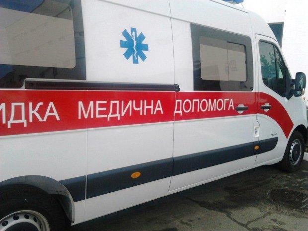 """Чудовищное ДТП в Житомире: """"скорая"""" буквально размазала иномарку, шесть тел уже увезли"""