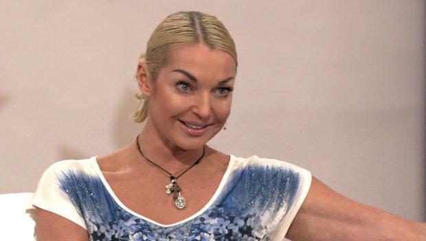 """Волочкова в пір'ї розповіла про зйомки """"Брат-3"""": який Барецький, весняне загострення"""