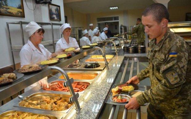 Як годують, так і служать: різниця між меню ЗСУ та путінських вояк