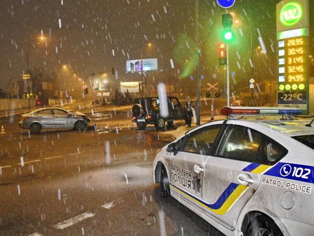 """Під Києвом озброєний водій збив поліцейського і зник, без """"Перехоплення"""" не обійшлося"""