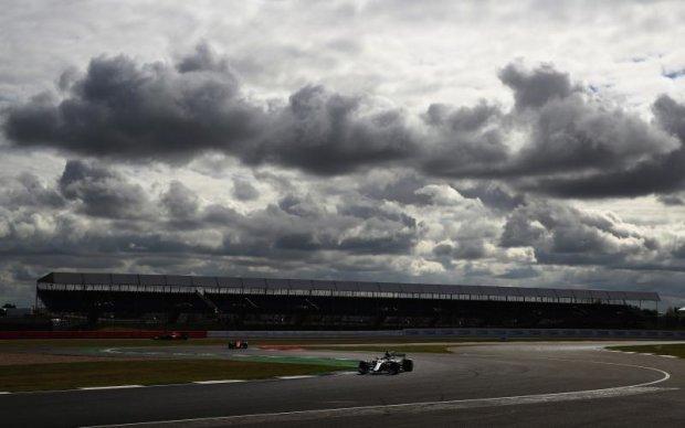 Формула-1: Пілоти Мерседес - найкращі на першій практиці Гран-прі Великобританії