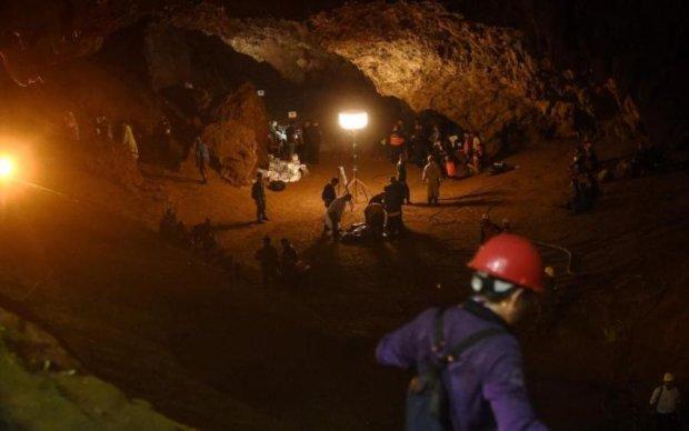 Підступна пастка: знайдених дітей попросили посидіти в печері ще півроку