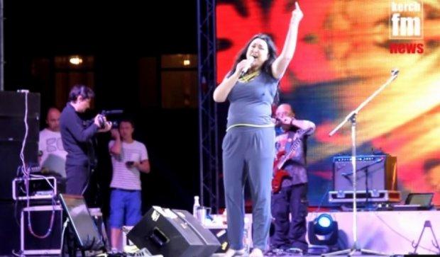 Лолита в Керчі - пісня українською та середній палець (відео)