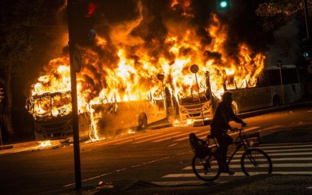 Ріо в вогні: масові протести бразильців переросли в безлади