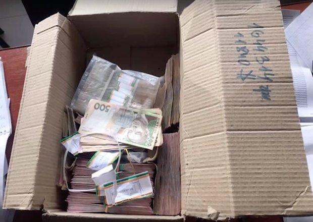 """СМИ: В штабе """"БПП"""" в Черкассах организовали масштабный подкуп избирателей"""
