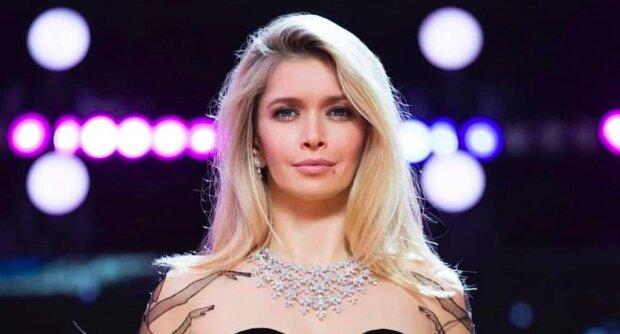 Оголена Брежнєва показала, як зробити новорічний макіяж в домашніх умовах: легкий відео-урок