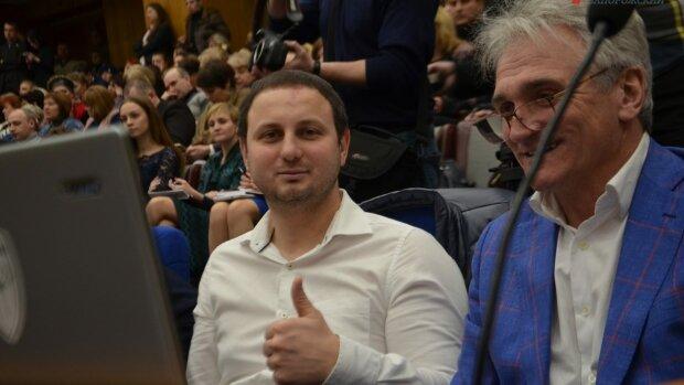 """""""Кто со мной?"""": запорожский депутат Гатунок ушел, хлопнув дверью"""