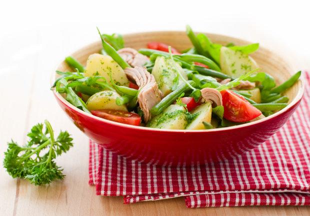 Дуже простий рецепт салату з квасолі і тунця