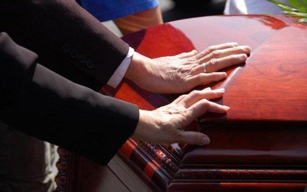 Небіжчик вчинив переполох на власному похороні