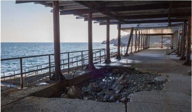 Крымских туристов ждут запущенные и аварийные пляжи
