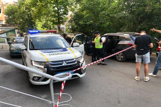 В Киеве обезумевшие подростки напали на копа: били до потери сознания, видео треша