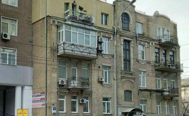 Киевляне изуродовали очередное историческое здание