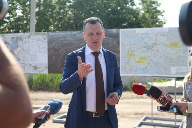 Днепропетровские масштабы строительства инфраструктуры будут применены ко всей стране, - советник премьера Юрий Голик