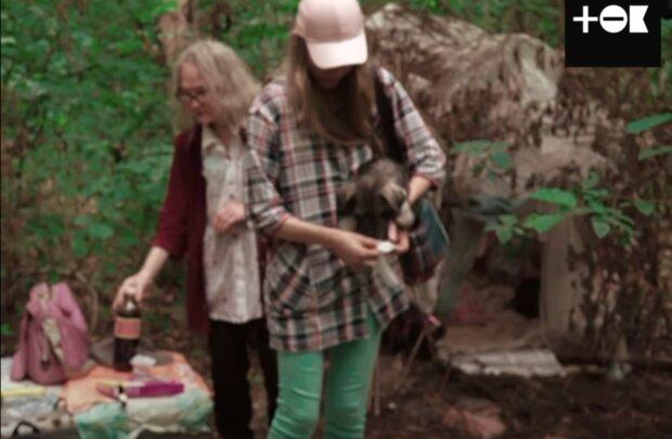 Семья из Донбасса убежала от войны и оказалась в лесу – три собаки, мама и я