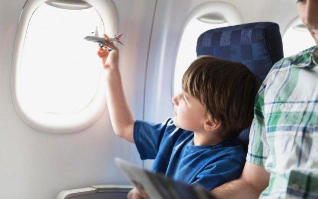 В Украине снова изменились правила вывоза детей за границу: инфографика