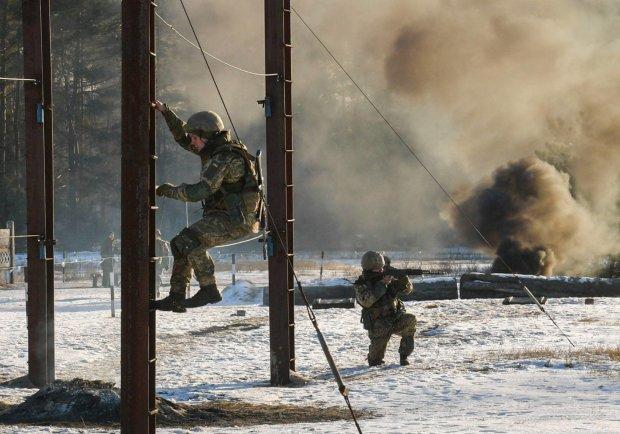 """Неделя военного положения в Украине: сборы резервистов, транш МВФ, """"тревожная аптечка"""" и многое другое"""