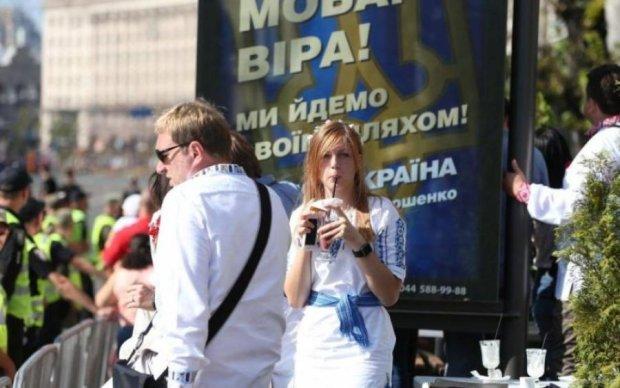 Полыхает неслабо: в сети высмеяли реакцию путинских троллей на парад в Киеве