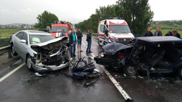 Кровавое ДТП на Львовщине: мажор на BMW влетел в водителя грузовика, несчастного собирают по частям