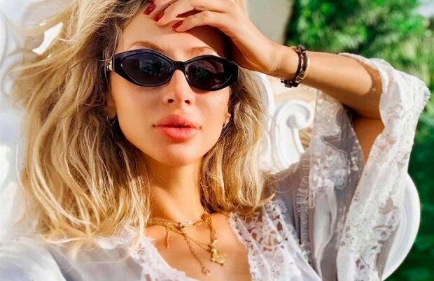 """Світлана Лобода ошелешила фокусами на відпочинку, """"стерла"""" з пляжу свою доньку"""